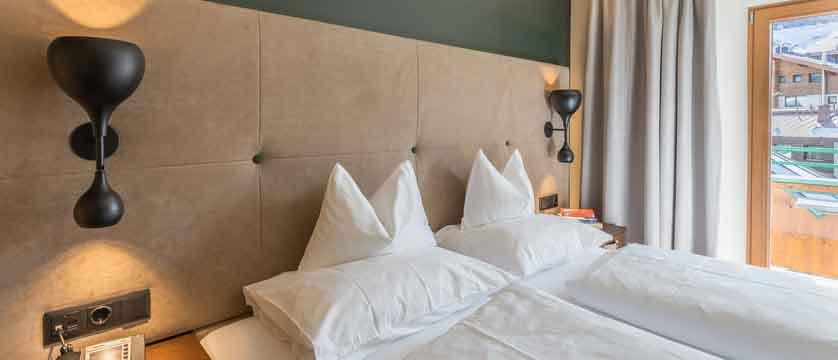 Austria_Obergurgl_Hotel-Edelweiss-&-Gurgl-south-gaisberg-room-facing-balcony.jpg